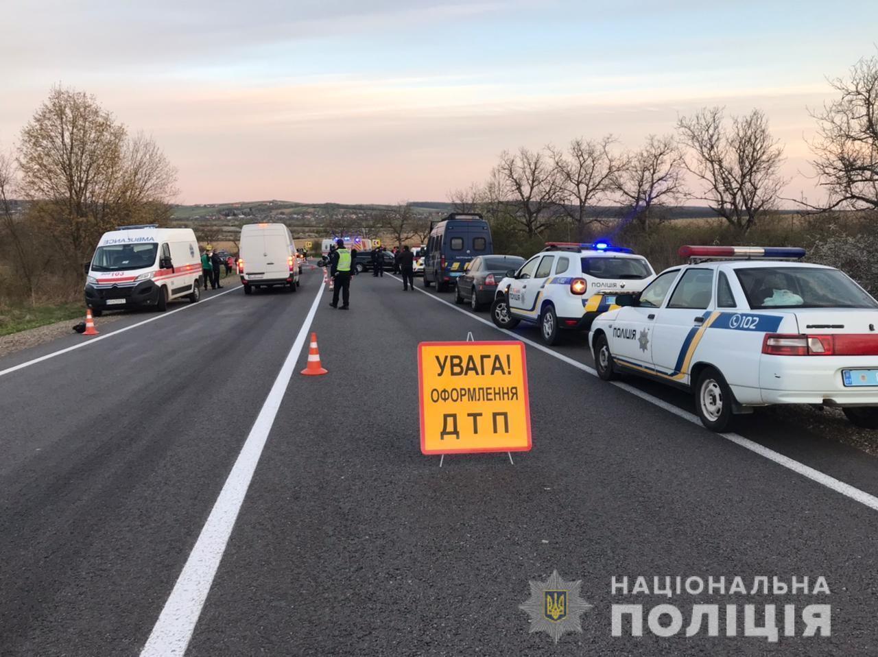 На Закарпатті трапилася масштабна ДТП, серед загиблих – поліцейський. Фото