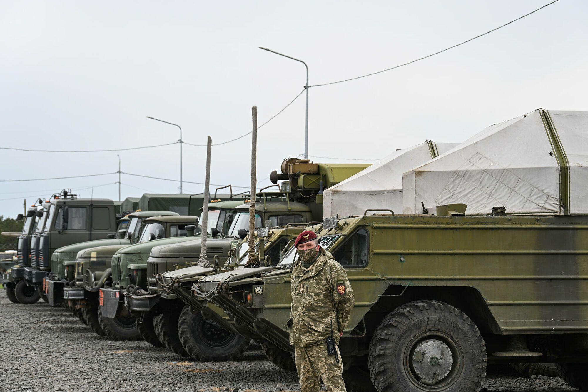 Президента ознакомили с оперативной обстановкой и системой укреплений на админгранице с Крымом
