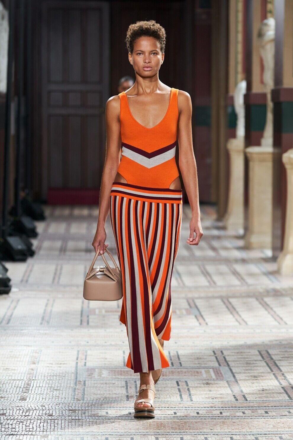 Модное платье в полоску от Gabriela Hearst