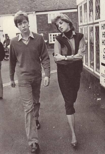 Принцесса Диана запечатлена со своим братом в 1980 году.