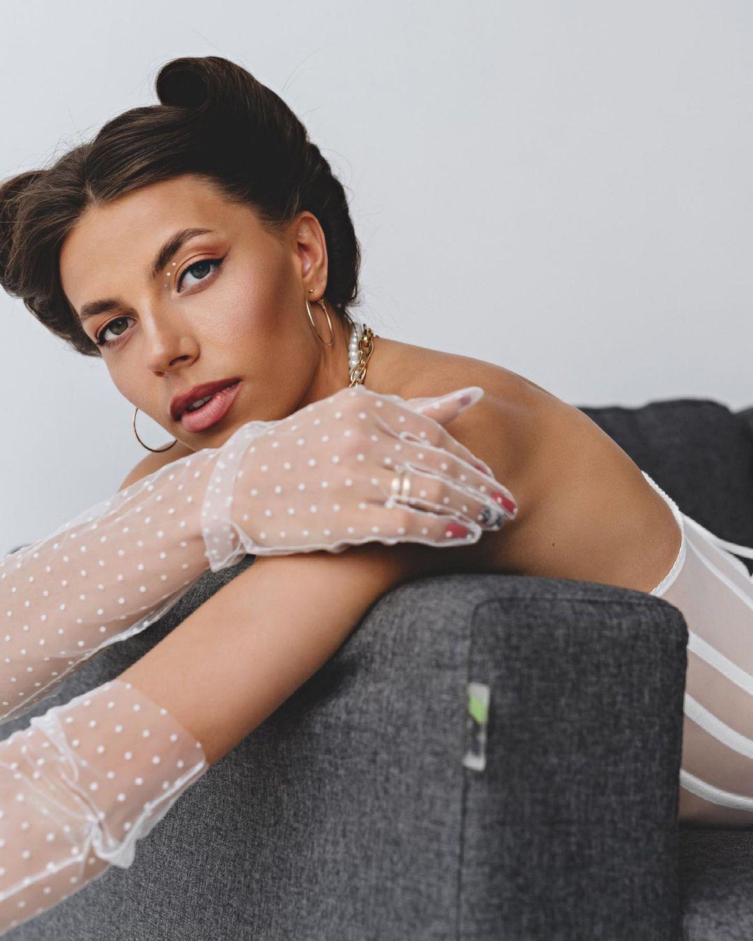 Марина Бех-Романчук в перчатках