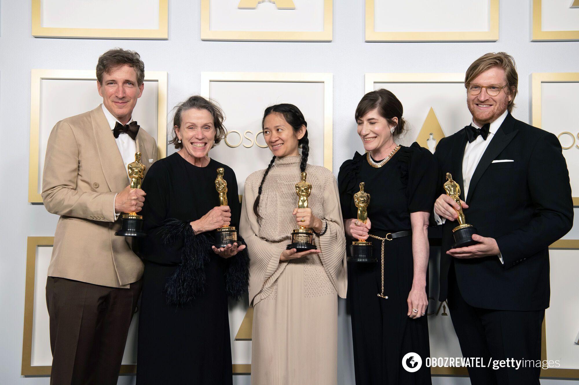 """Фільм Хлої Чжао """"Земля кочівників"""" отримав статуетки в трьох номінаціях"""