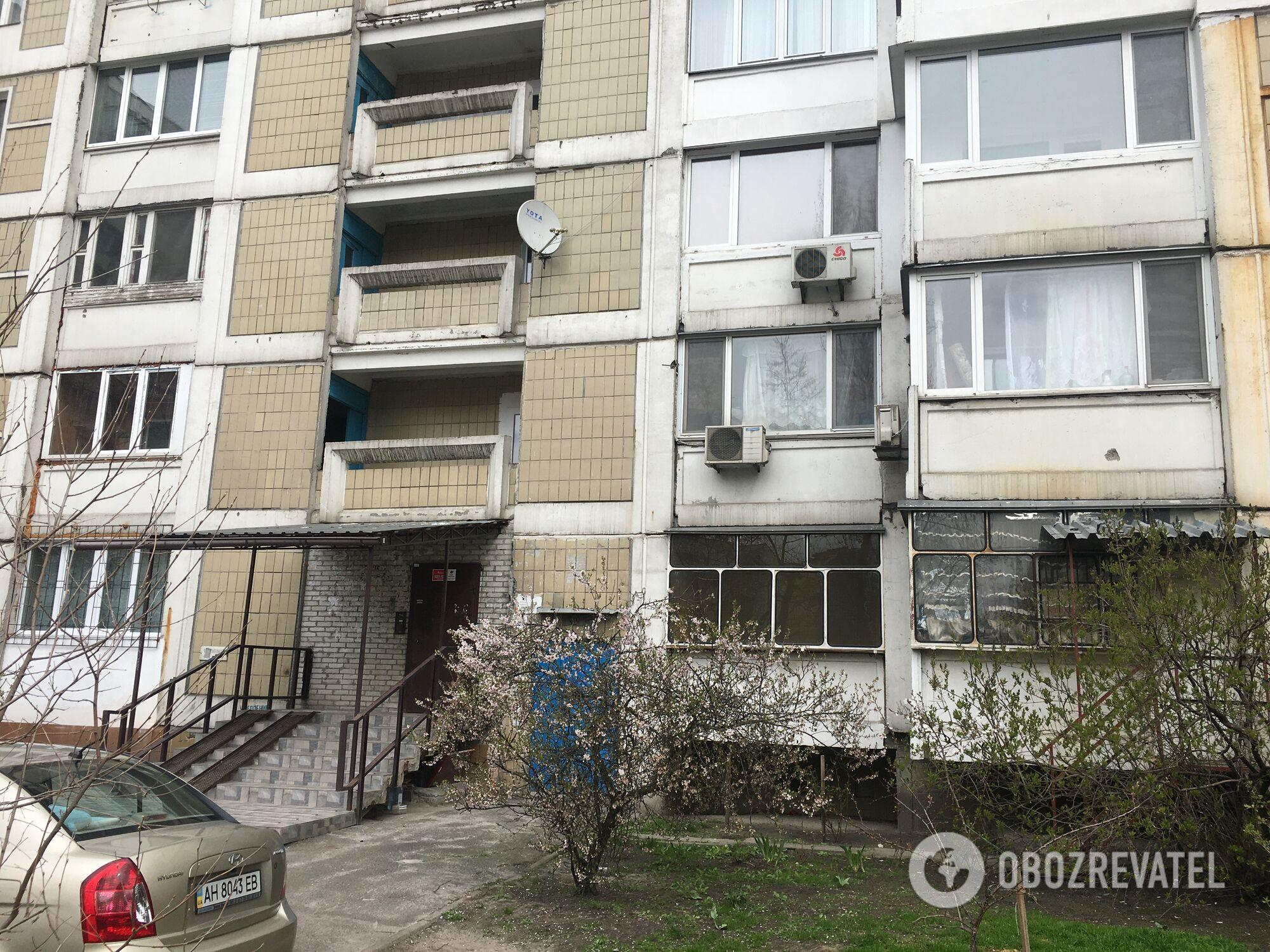Многоэтажка на ул. Ревуцкого, 44 в Киеве
