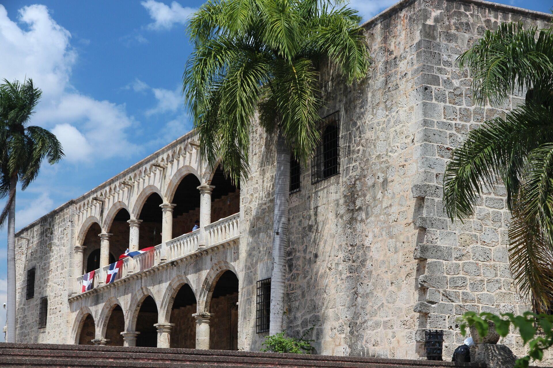 Пересуватися Домініканою можна на гуа-гуа за 1 долар або на мотокончо за 2-4.