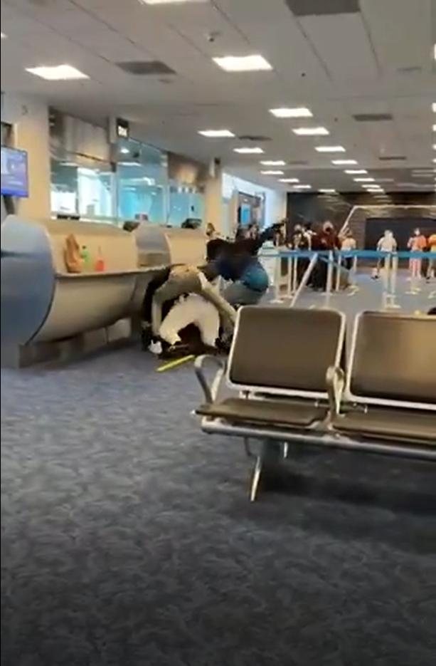 Пассажиры устроили драку в аэропорту Майами