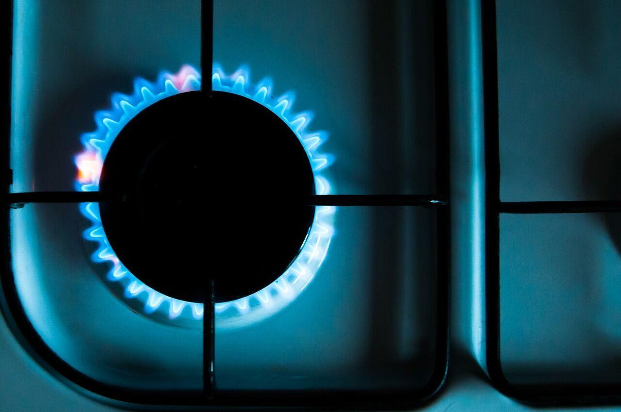 Газ і бензин подорожчають, а курс долара зміниться: що чекає на українців у травні