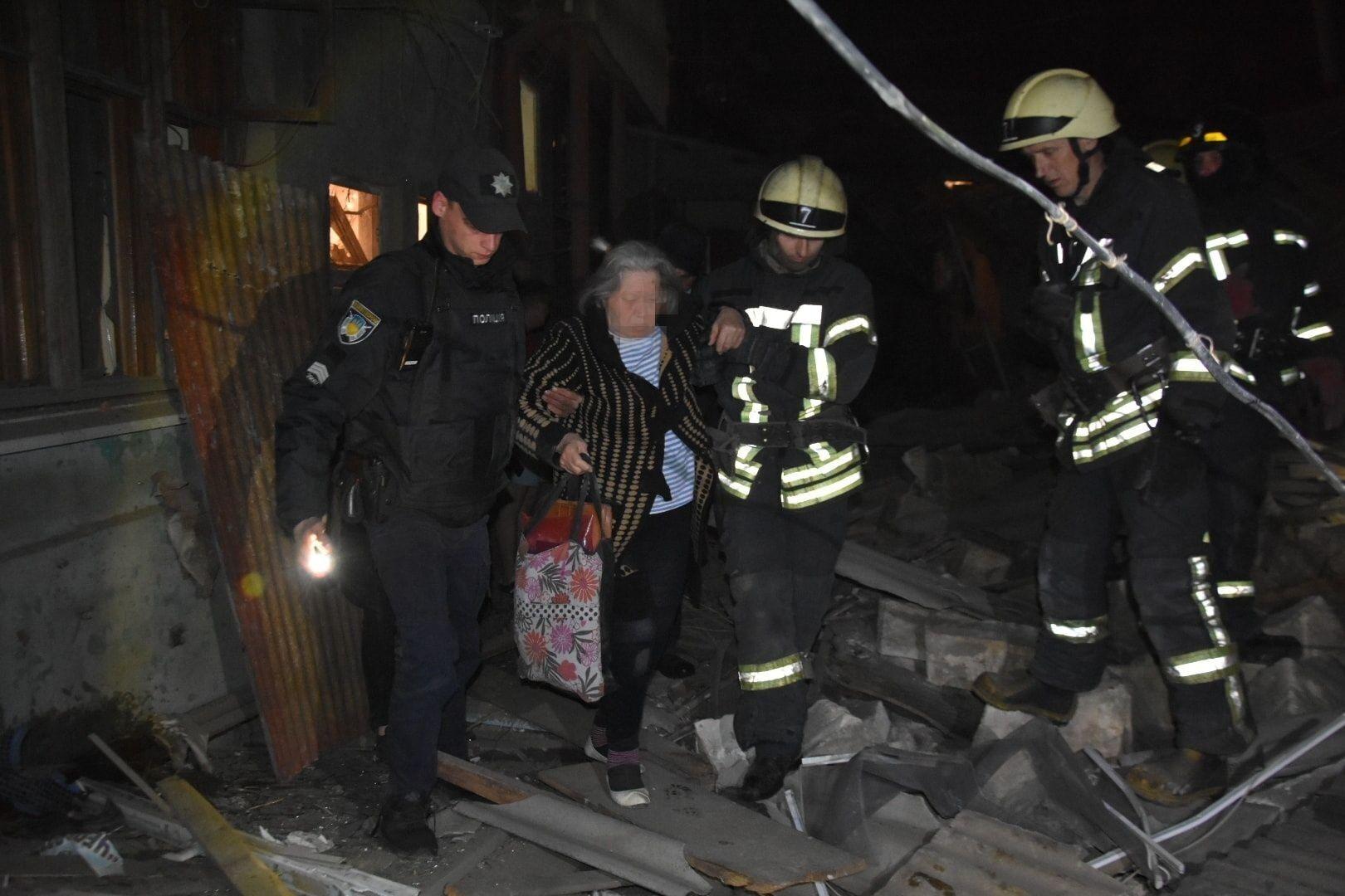 Всего были спасены три человека.