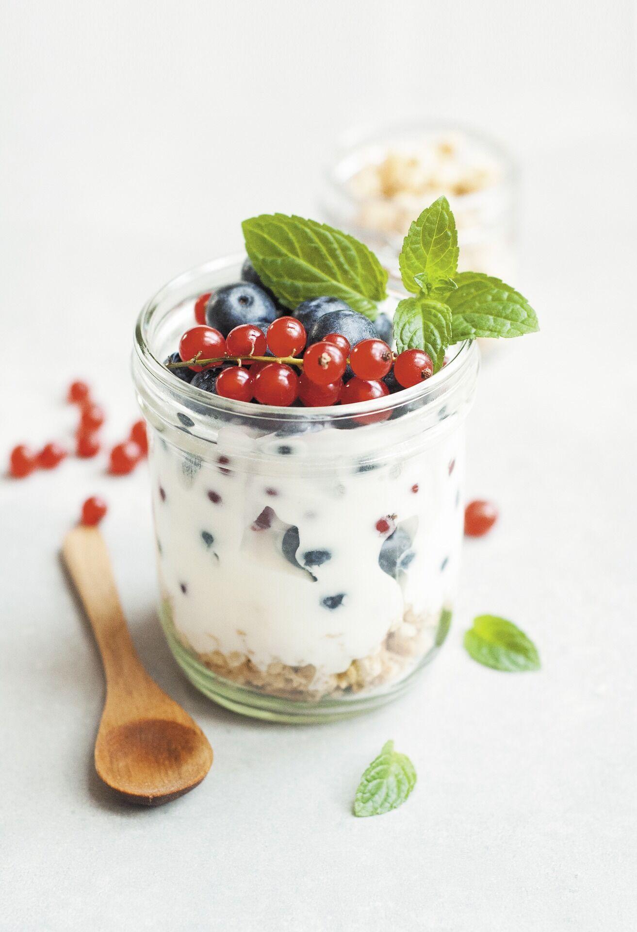 Натуральний йогурт з фруктами