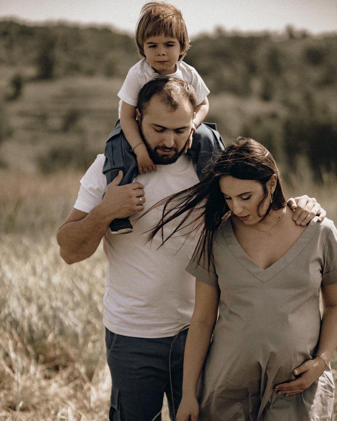 Вагітна Джамала з чоловіком Бекіром і старшим сином