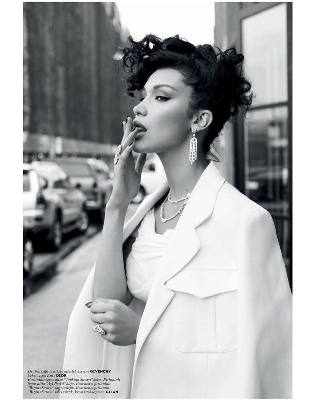 Хадид показала стильный образ на съемке для Vogue