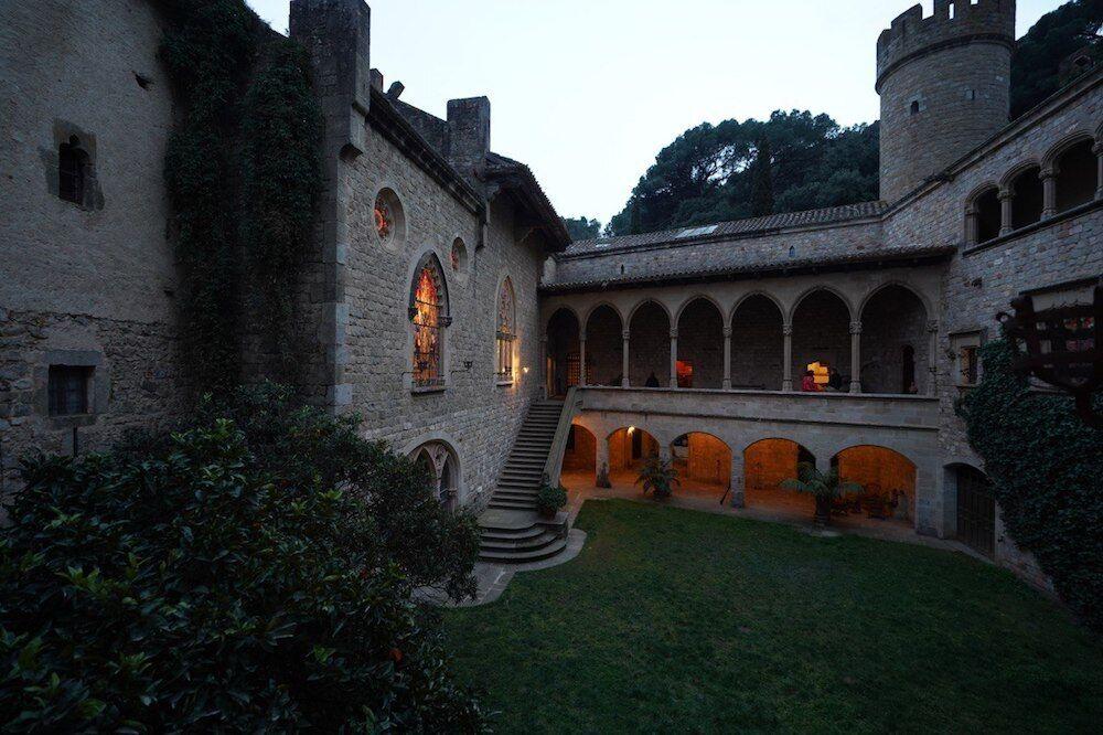 """Замок Санта-Флорентина в Канет-де-Мар из """"Игры престолов"""""""