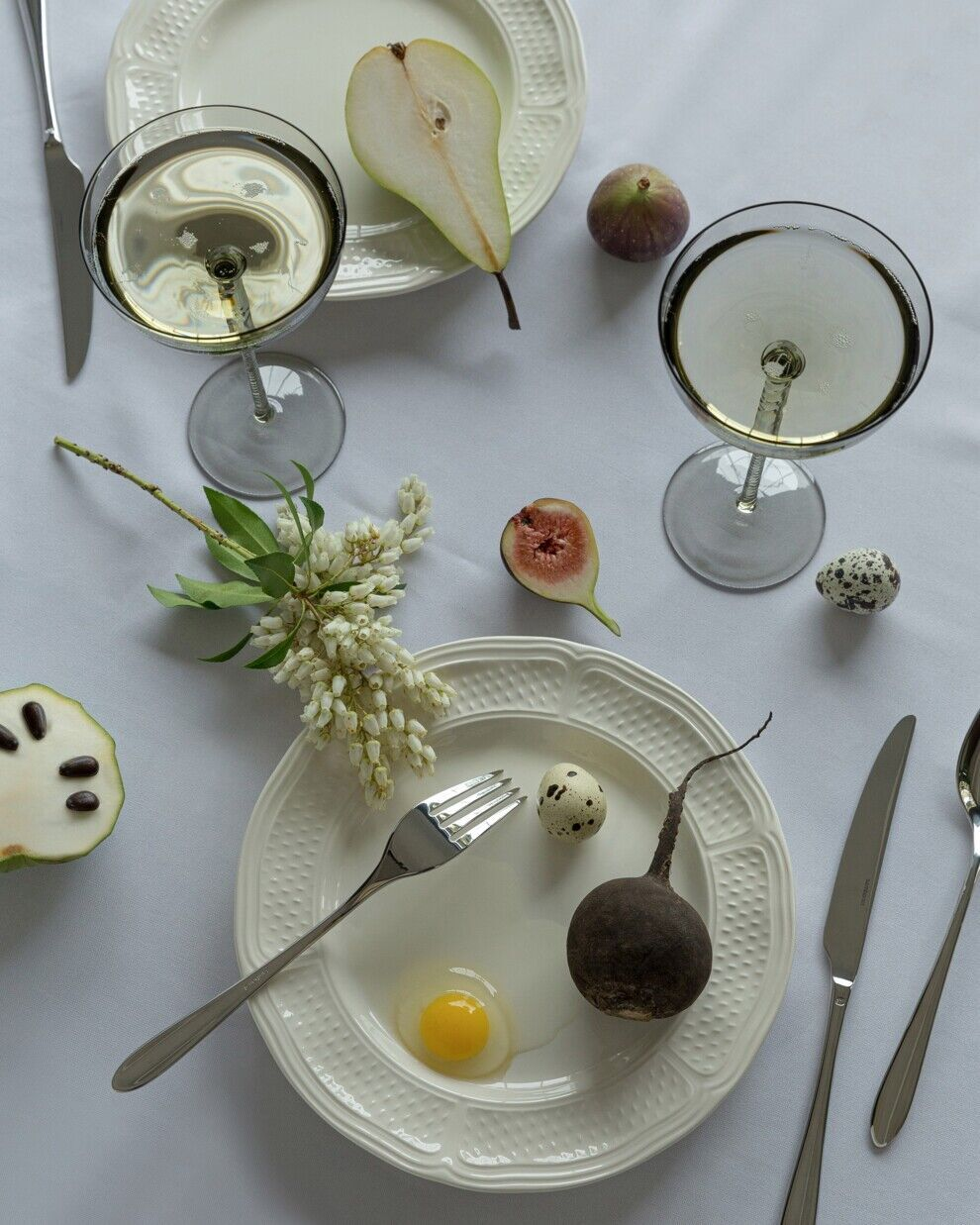 Посуд на Великдень варто підбирати у свілих відтінках