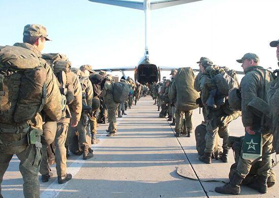 Десантники перекидаються літаками з Криму.