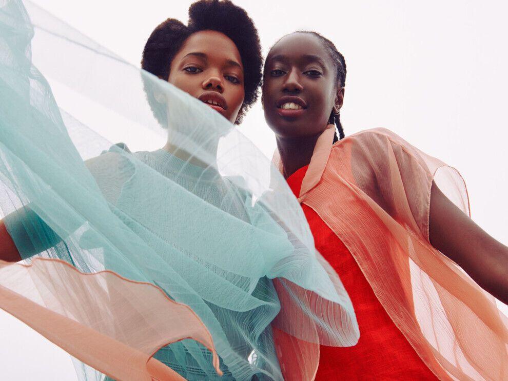 Полупрозрачные ткани – еще один способ добавить гардеробу и своему настроению легкости