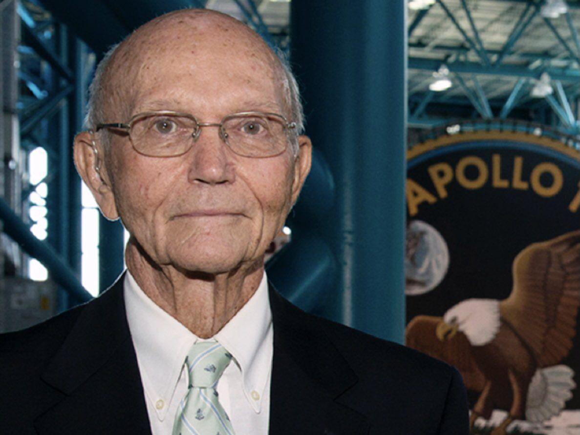 Майкл Коллинз умер в 90 лет.