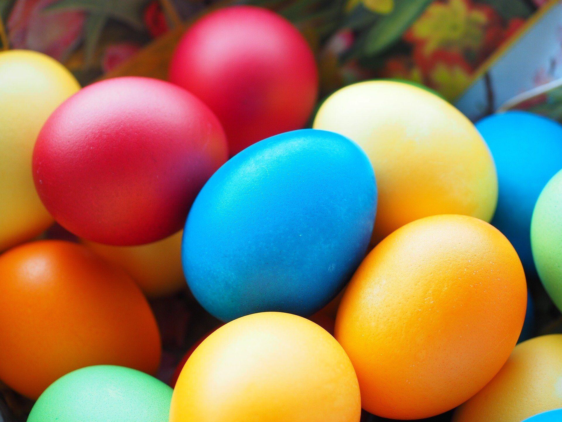 Яйця забарвлені штучними барвниками