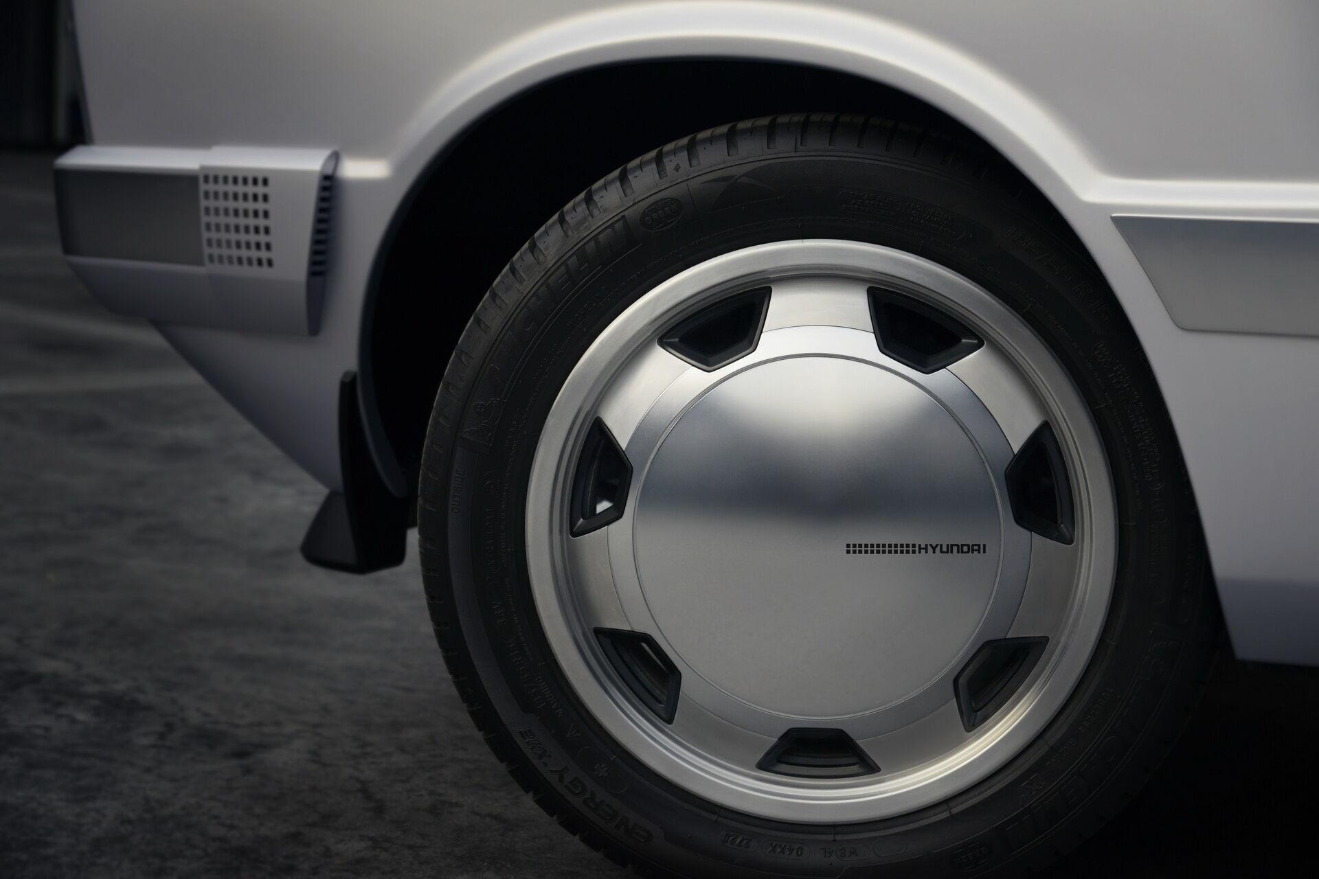 Модель отримала колеса в ретро-стилі