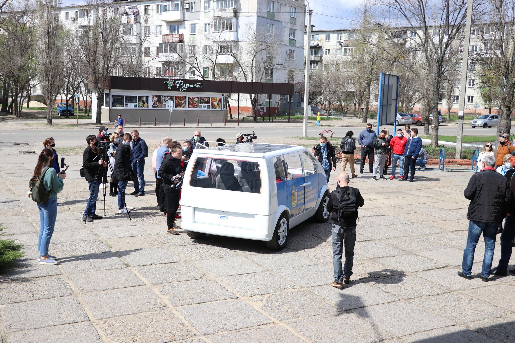 Автомобіль можна обладнати додатковими сонячними батареями