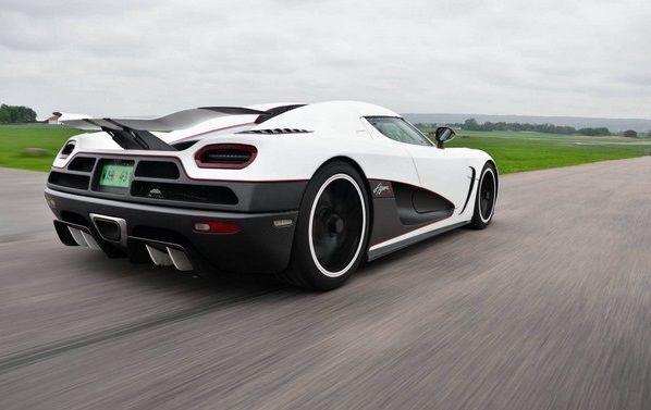 Ця красуня є найшвидшою з усіх автомобілів Безоса