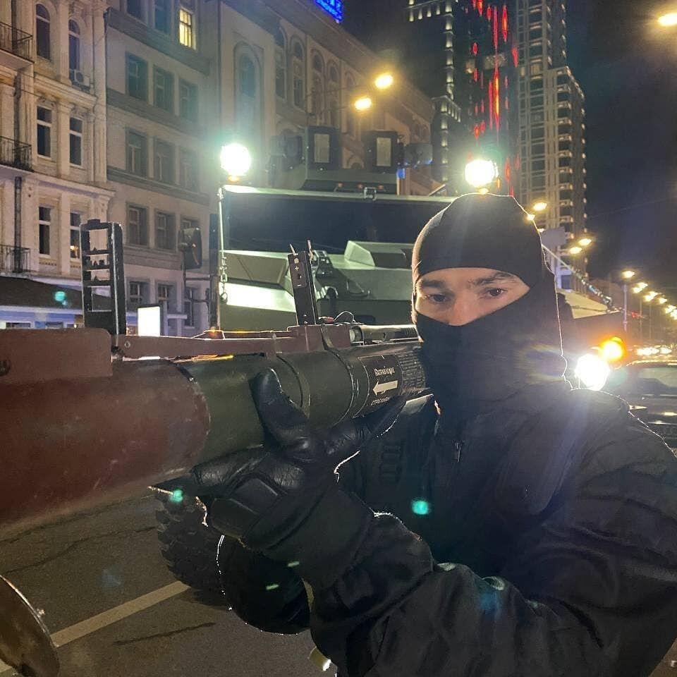 Артем Лобов с гранатометом