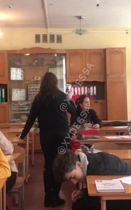 Ученик распылил газовый баллончик перед глазами учительницы