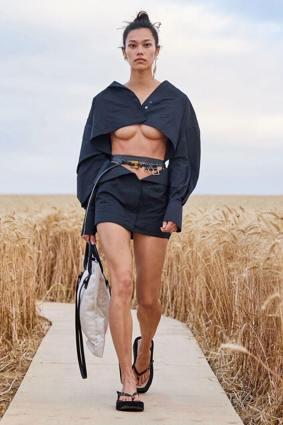 Модные бренды активно выпускают оригинальные модели