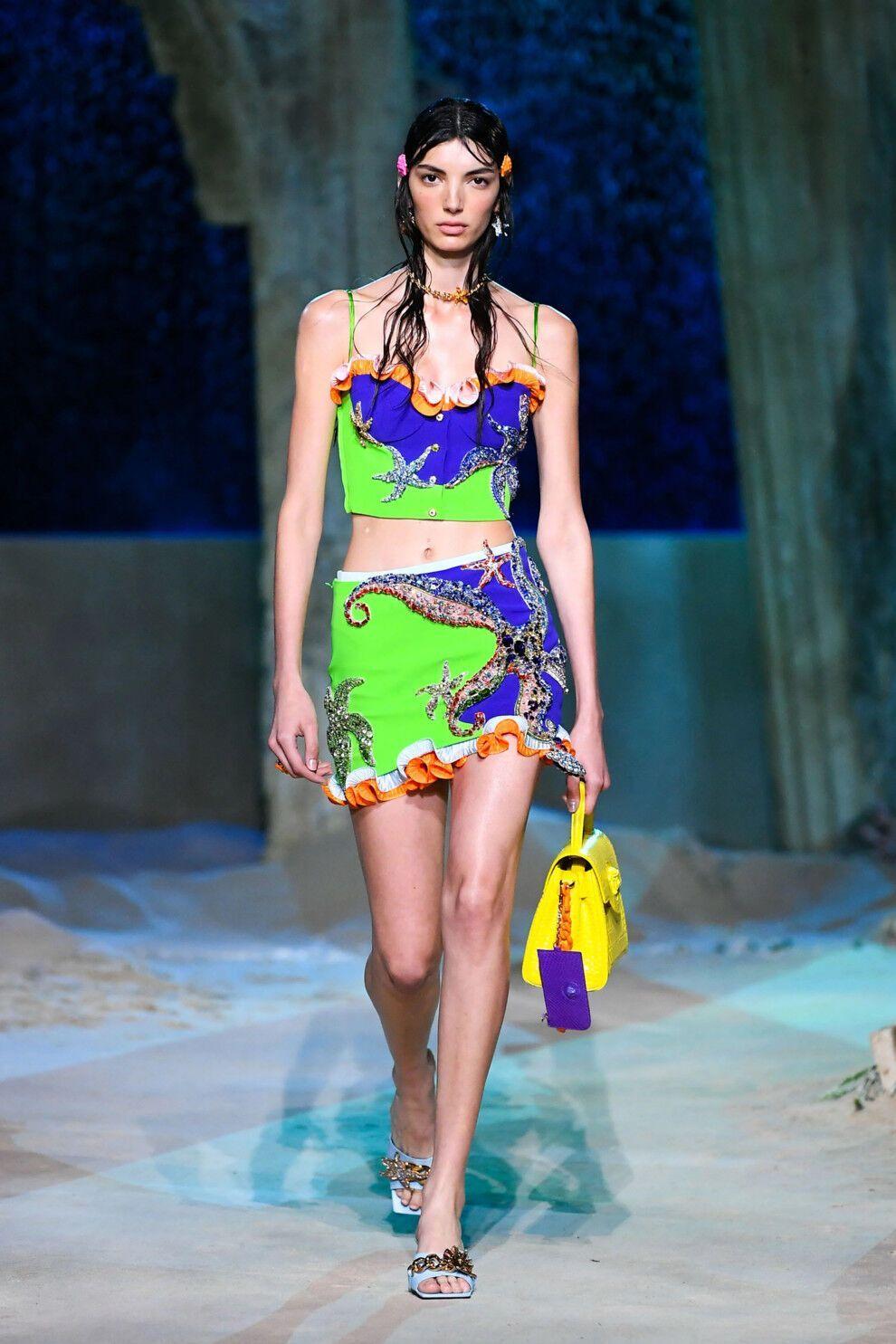 В 2021 году в моде будут короткие юбки и платья