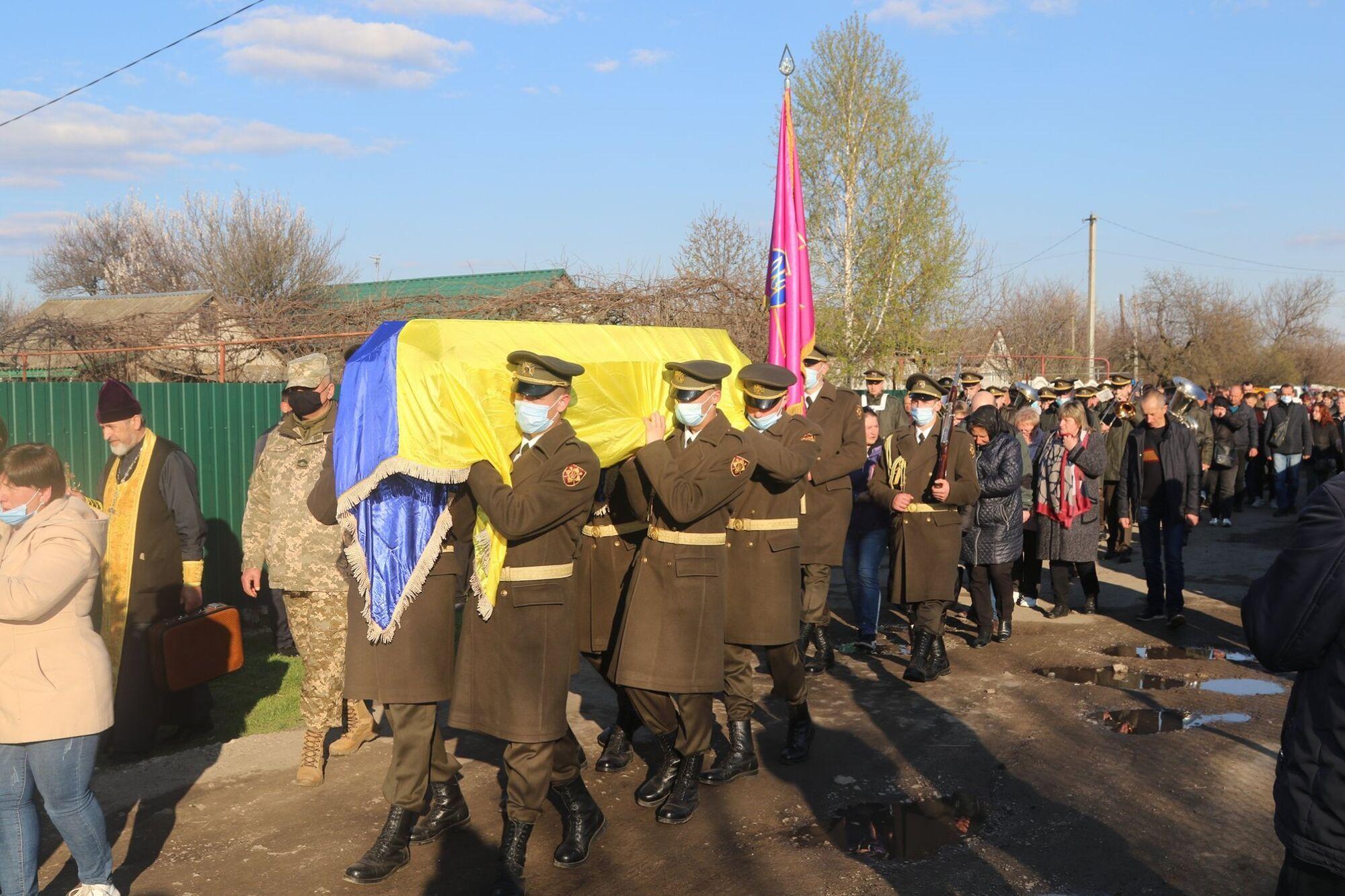 Гроб был покрыт флагом Украины
