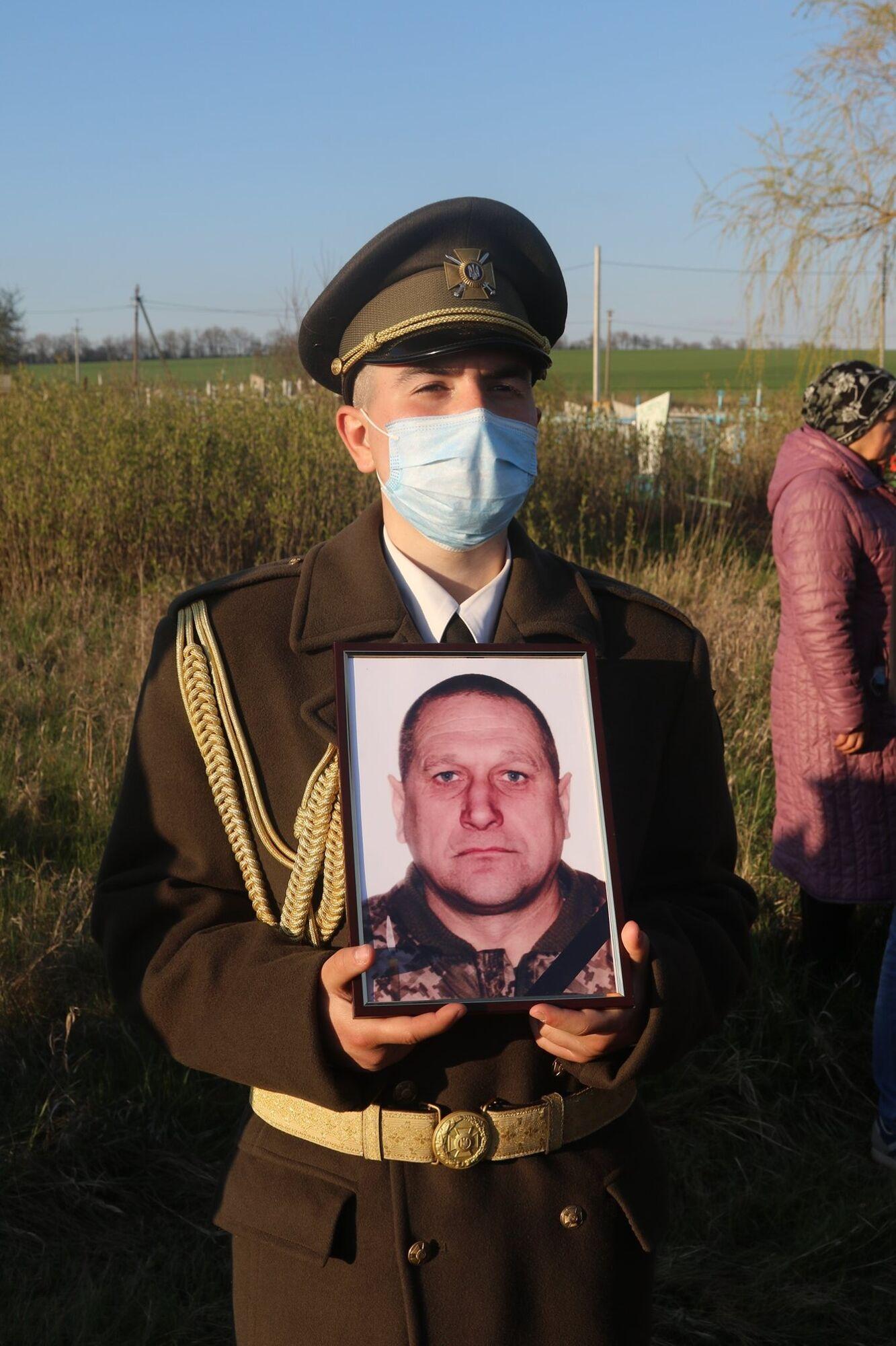 Военный с портретом Ивана Ковалевского