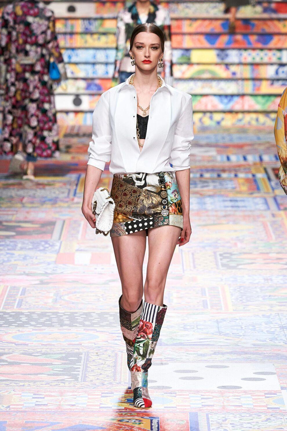 Если вы хотите более красочные модели, то обратите внимание на коллекции Dolce&Gabbana
