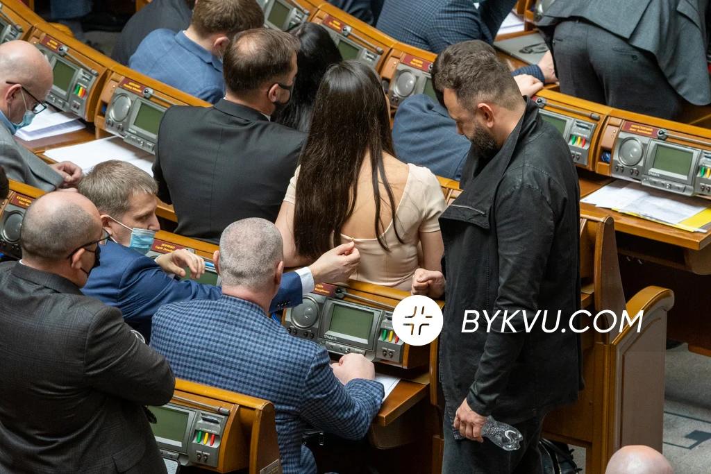 Демченко грався із застібкою на сукні Янченко