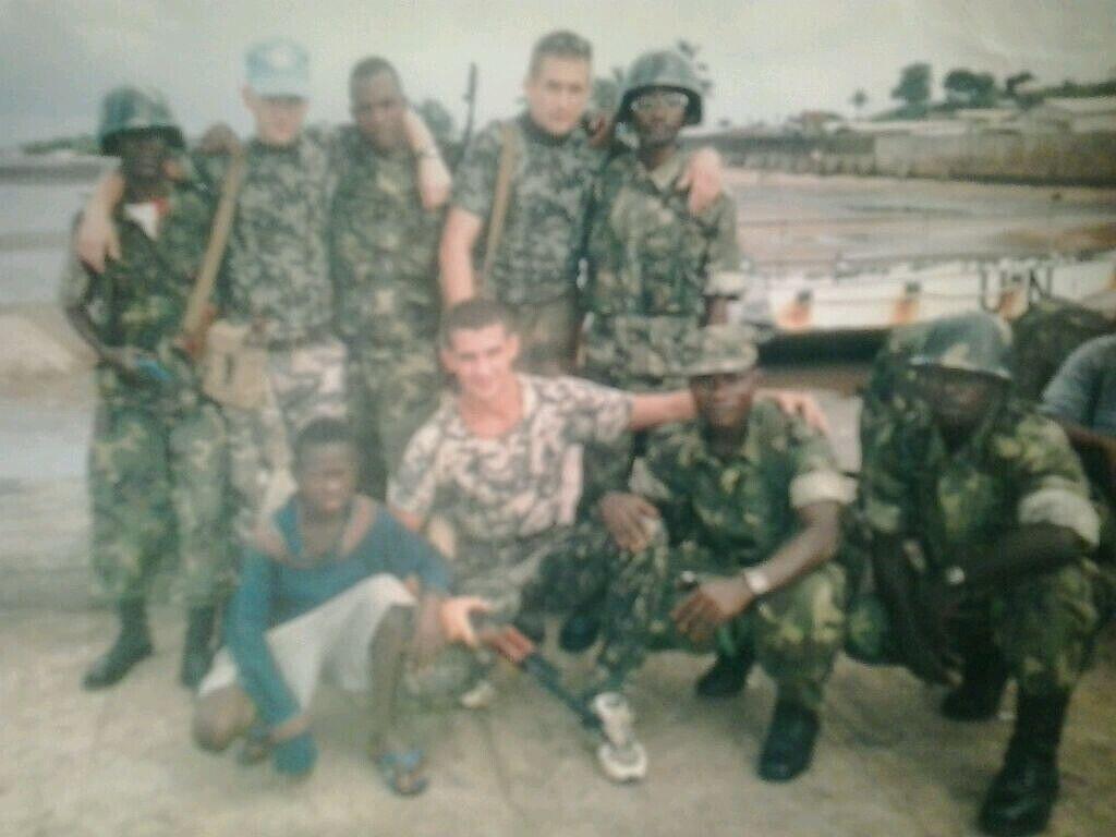 Иван (верхний ряд второй справа) в Сьерра-Леоне
