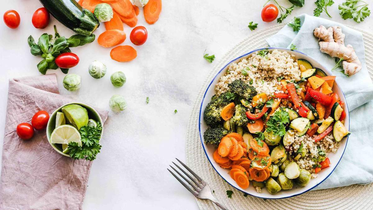 Після посту необхідно харчуватися дрібно, щоб організм міг адаптуватися до нових введених продуктів