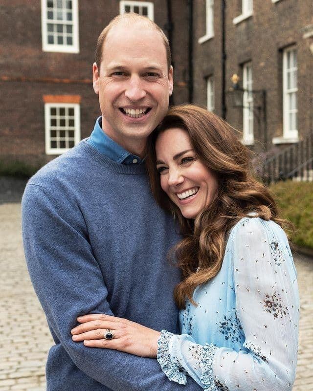 Миддлтон в объятиях мужа красовалась в голубом платье
