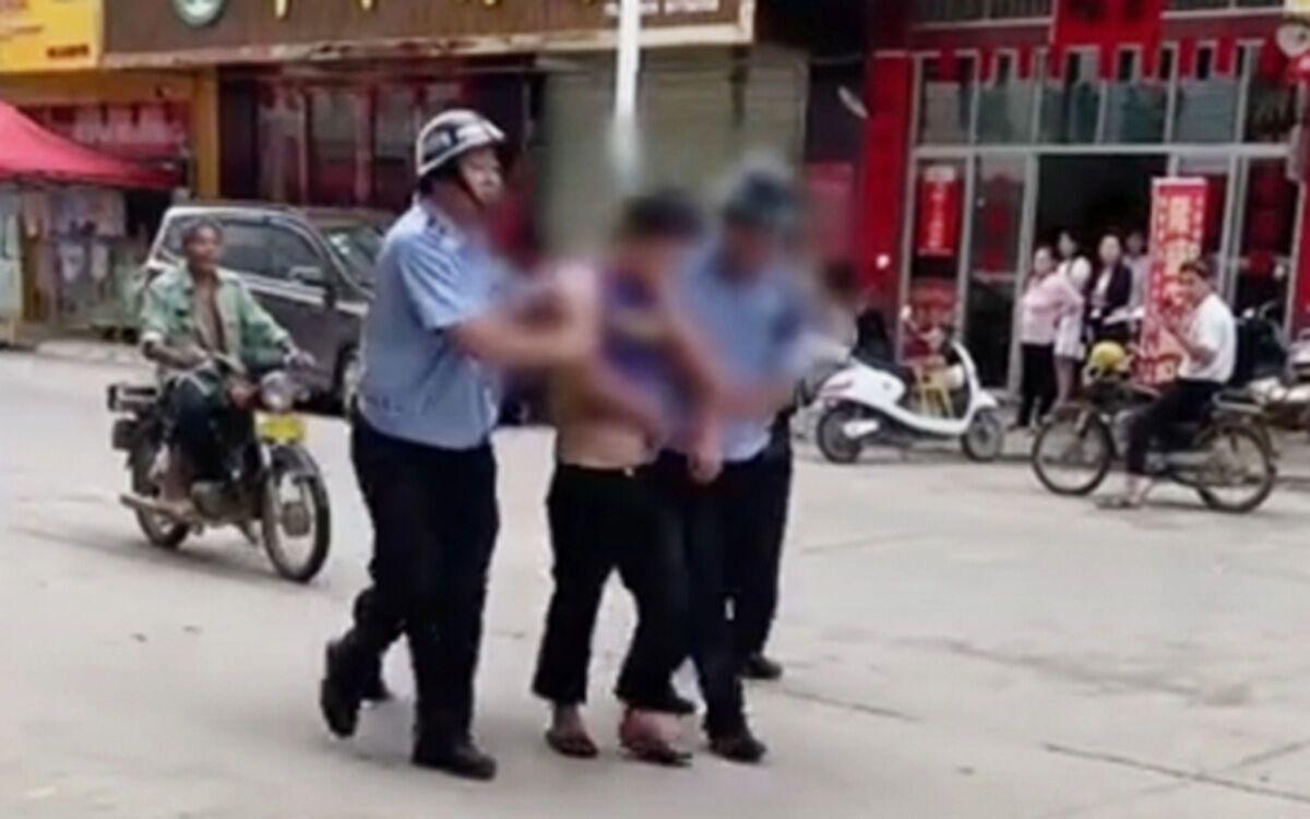 Полиция задержала нападавшего.