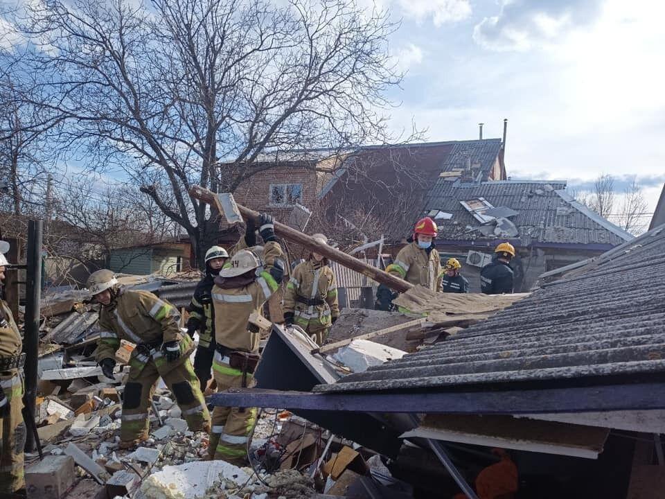 На місці працюють рятувальники.