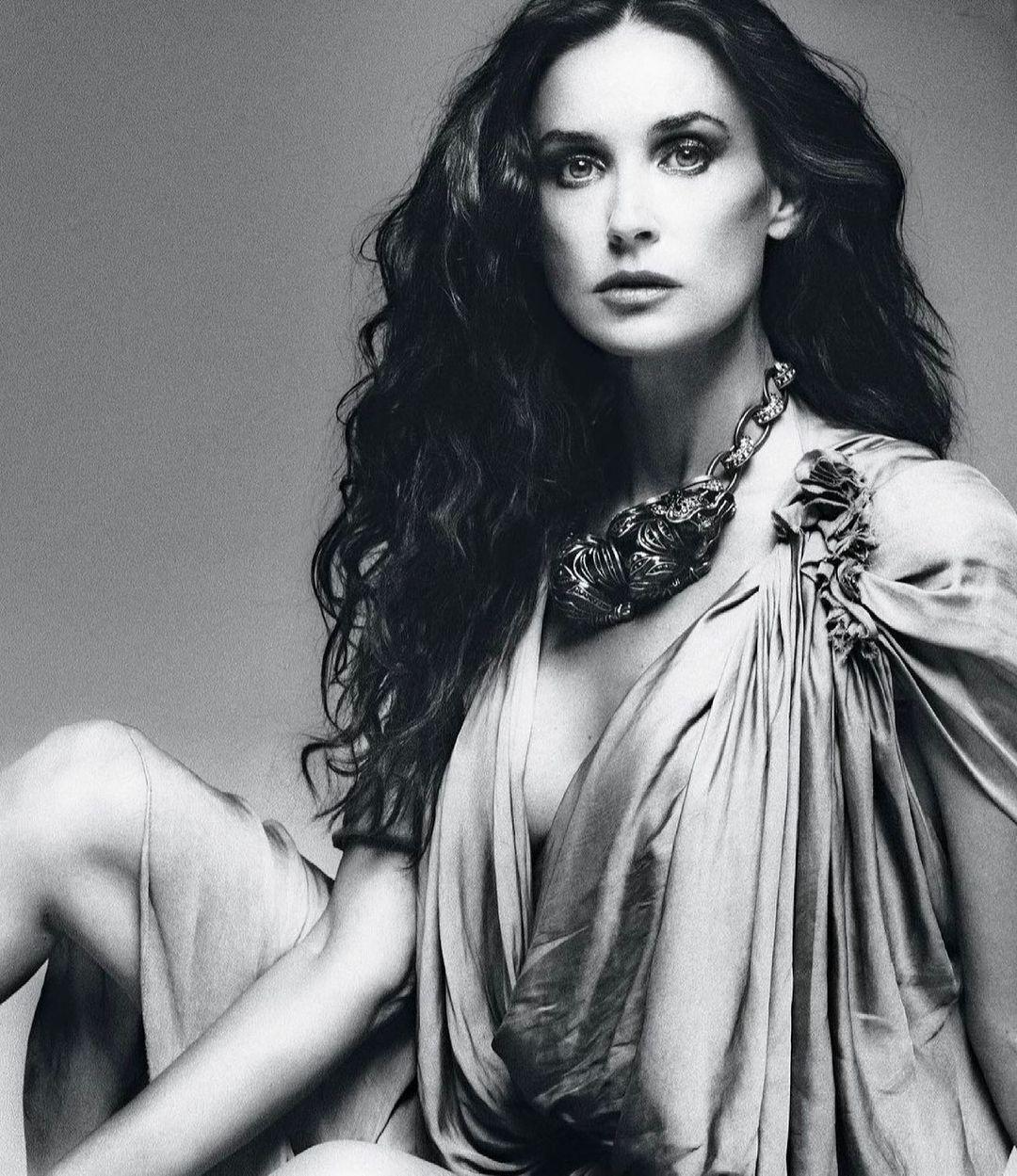 Деми Мур в платье от Альберта Эльбаза