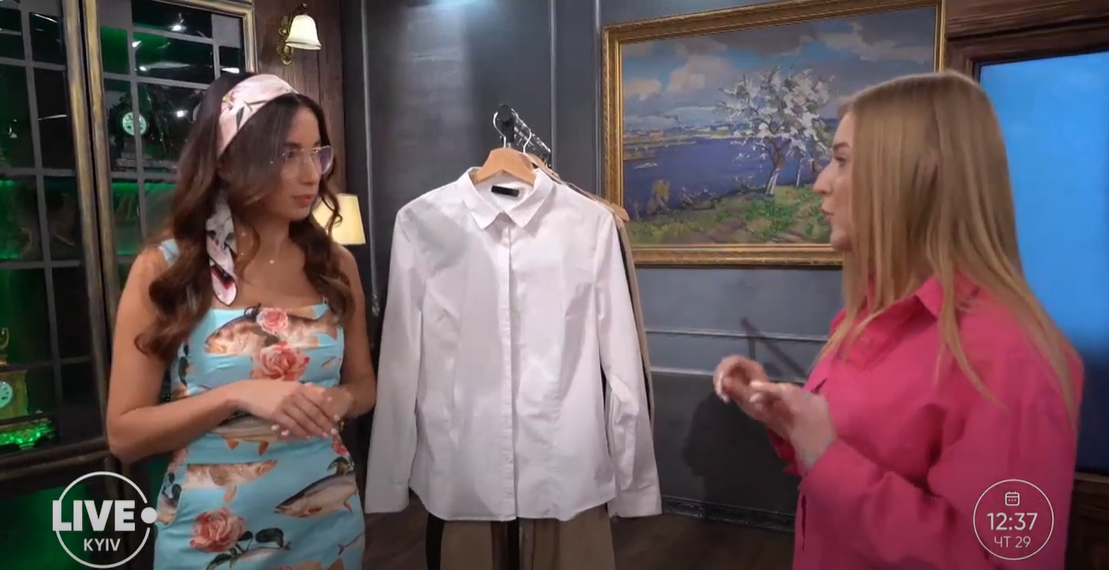 Также в базовом гардеробе должна быть белая рубашка свободного кроя