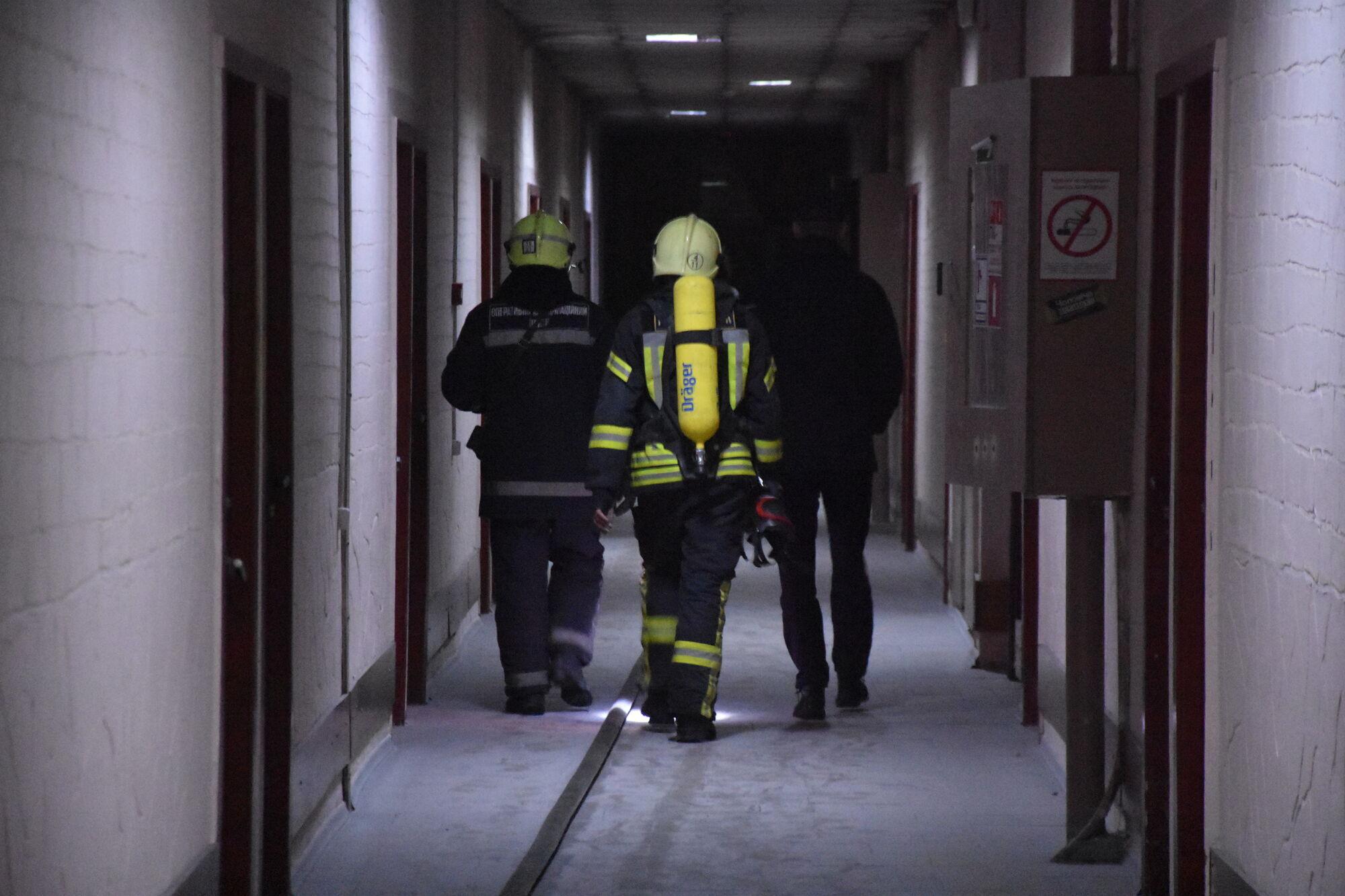 Рятувальники евакуювали із задимленого другого поверху закладу 9 осіб