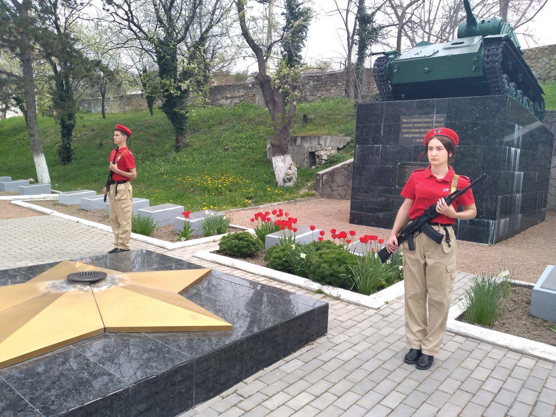 Новини Кримнашу. Вандали-понаїхи звільнили садок від тюльпанів