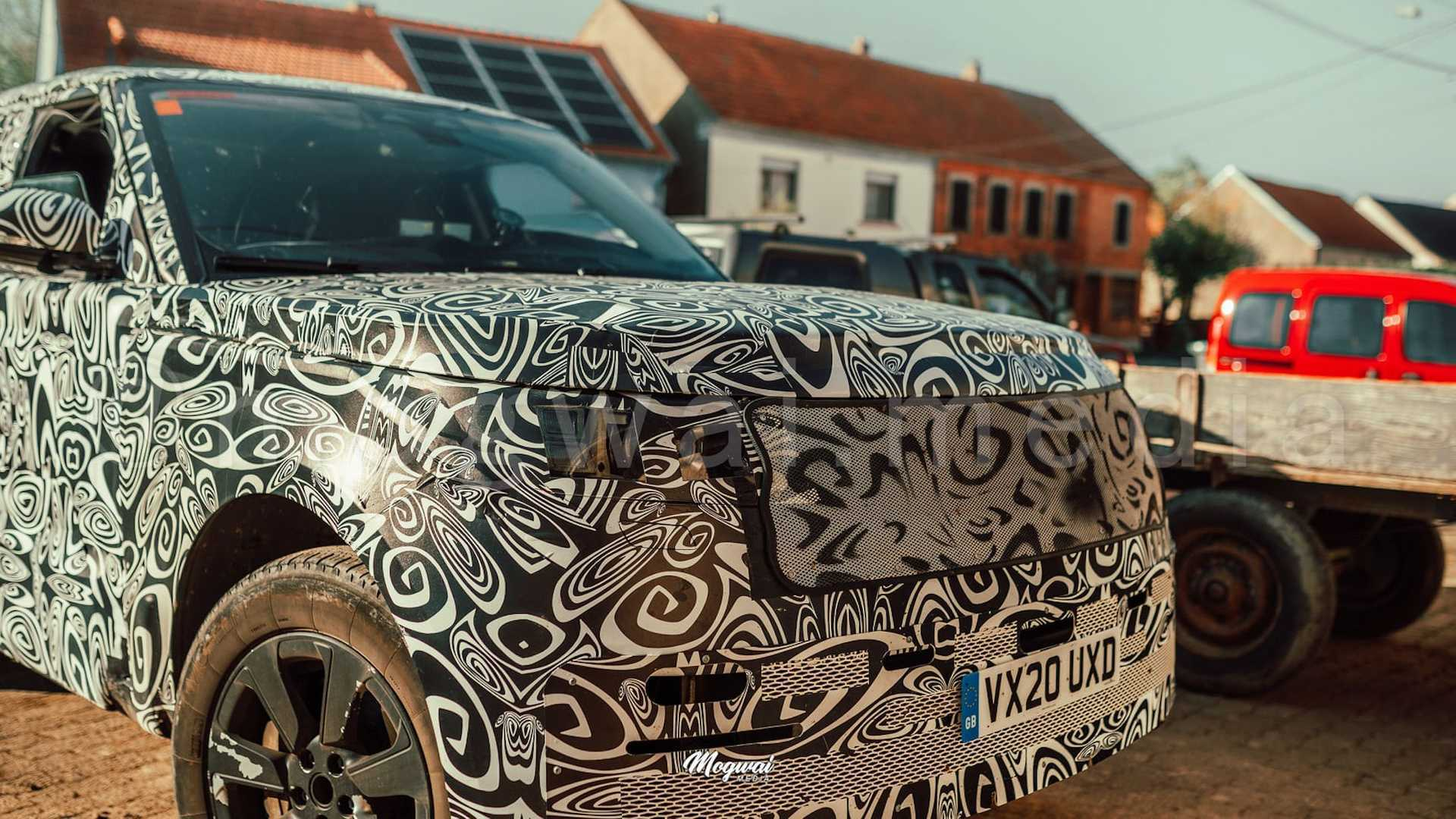 Передня частина нового Land Rover Range Rover