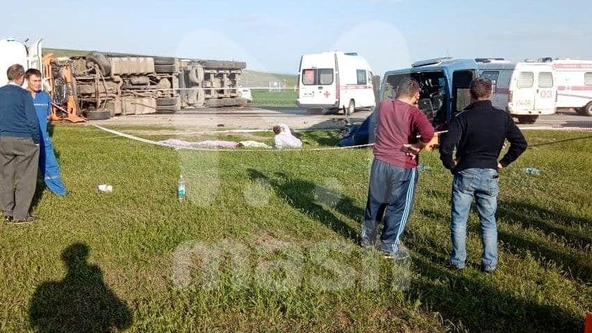 В ДТП пострадали 18 человек
