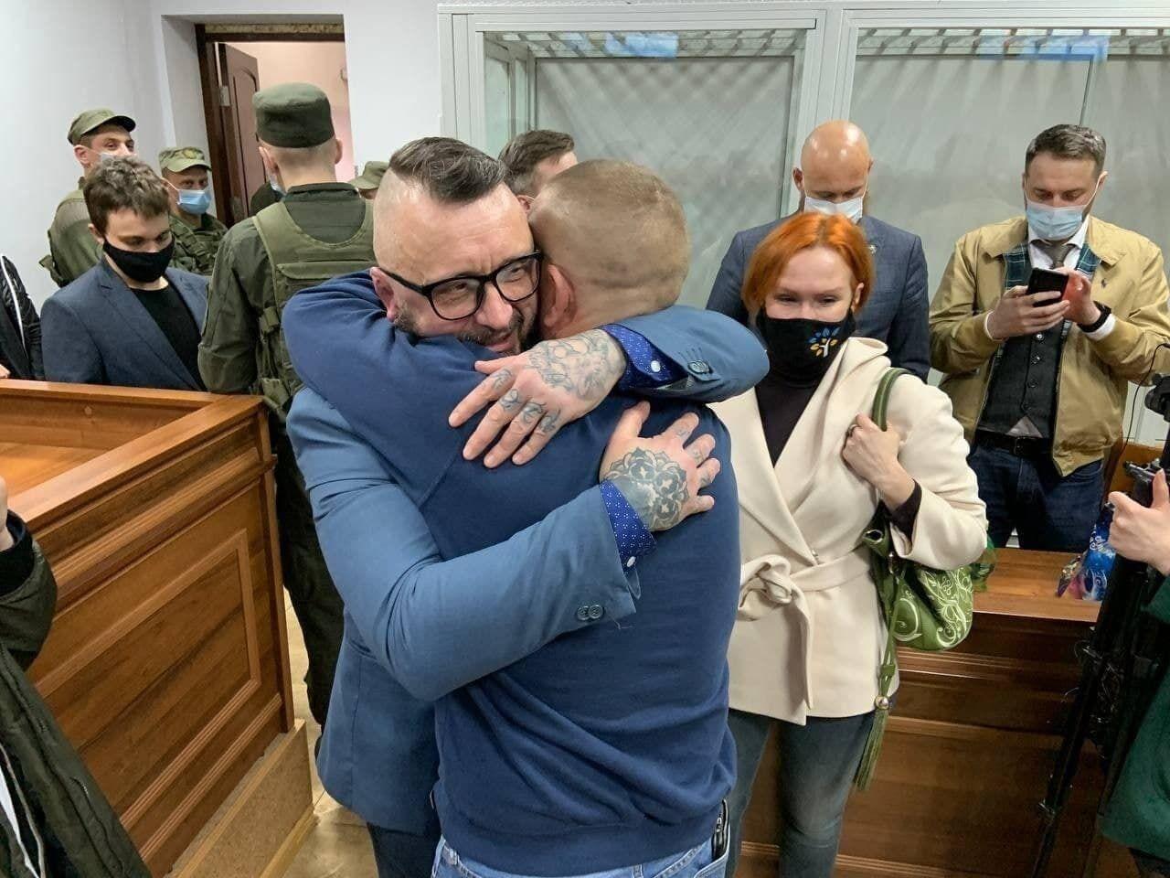 Антоненко отпустили домой