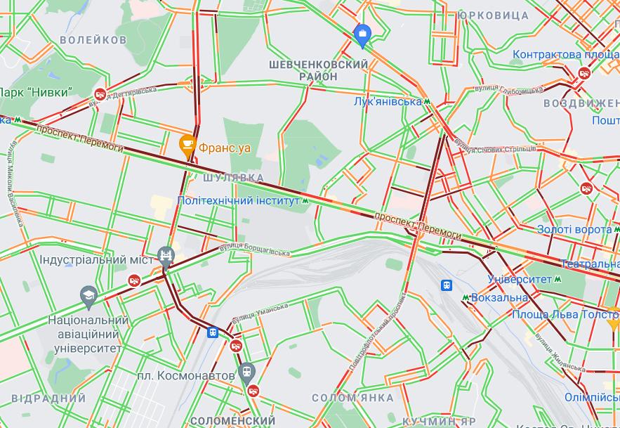 Практично немає руху в центрі міста.