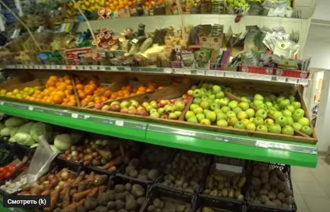 Картошка по 65 рублей (27 грн).
