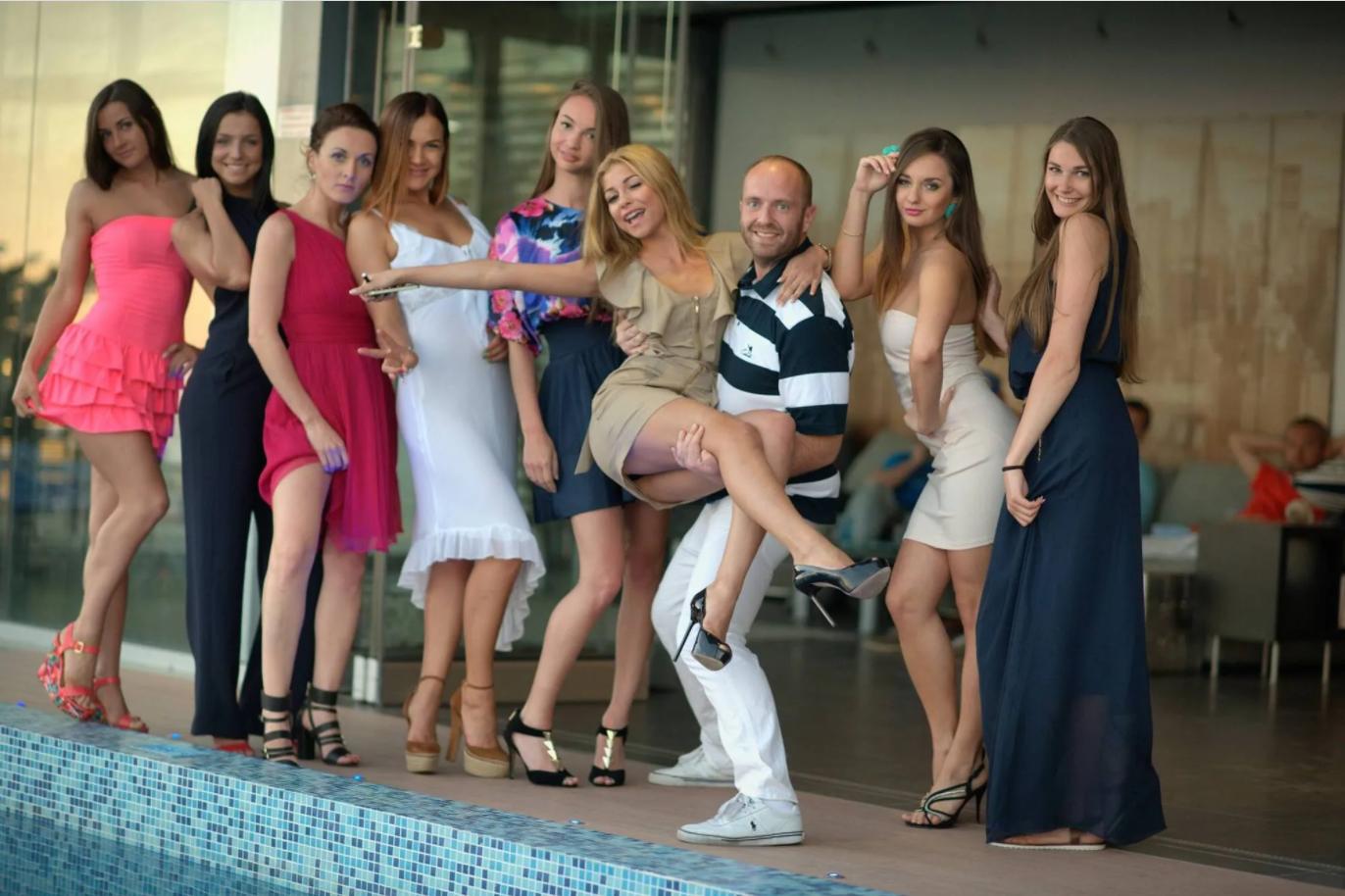 Гречин часто делает вечеринки с девушками