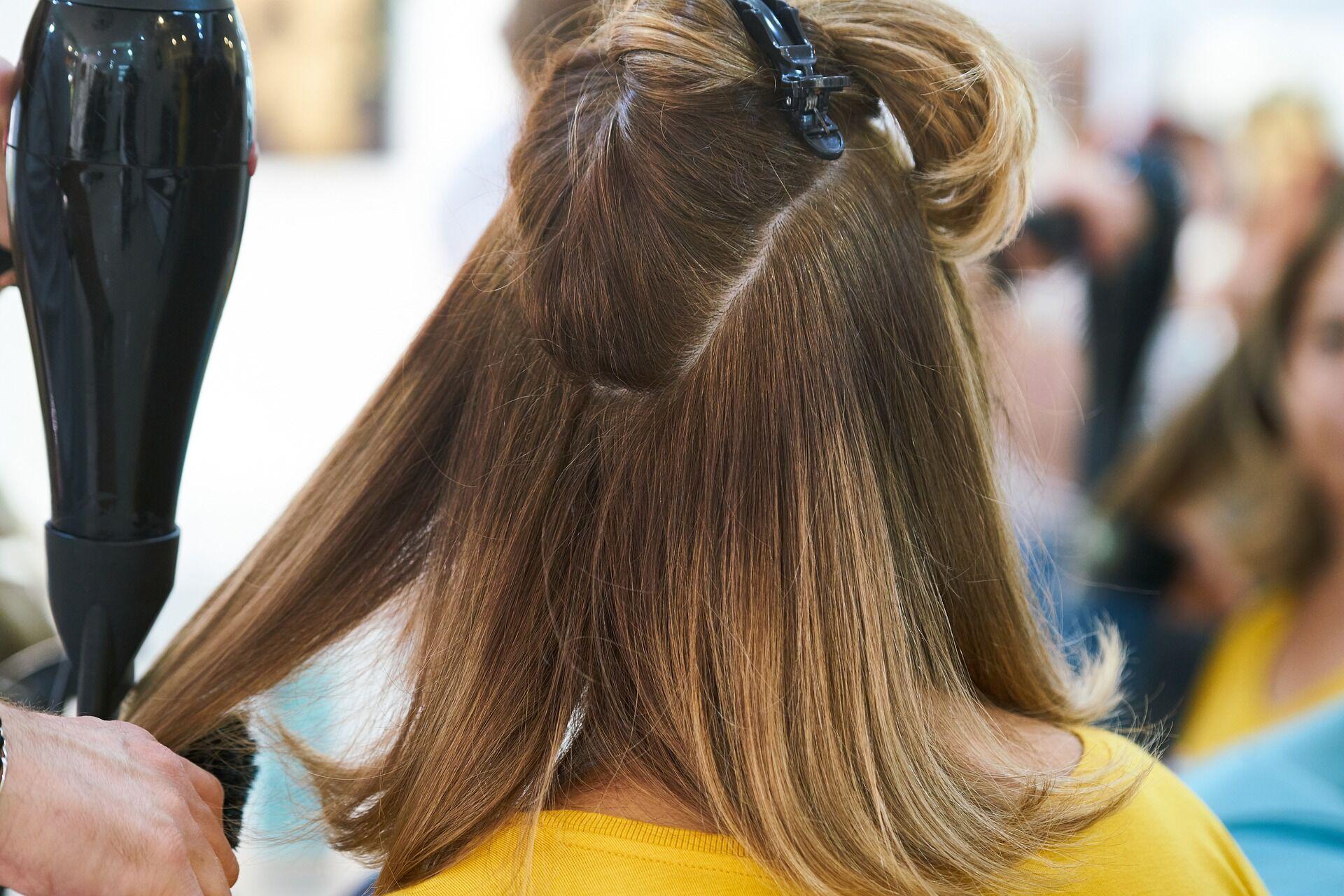 Благоприятными днями для окрашивания волос являются 5, 7, 16, 17, 27 и 31 мая