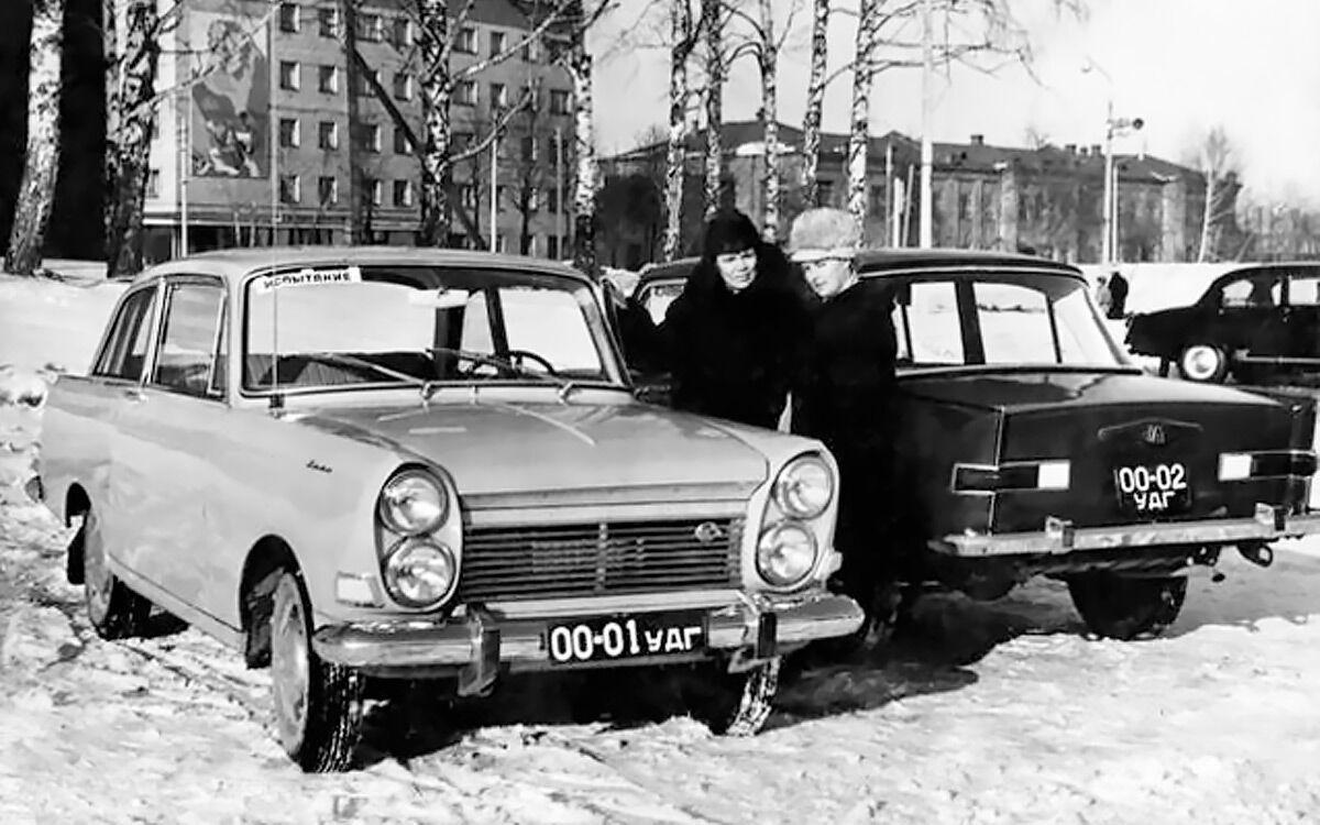 Автомобіль отримав чотири фари та дві або чотири двері