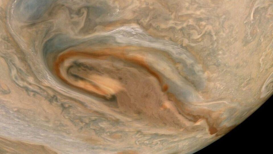 Juno зафіксував закручені бурі Юпітера