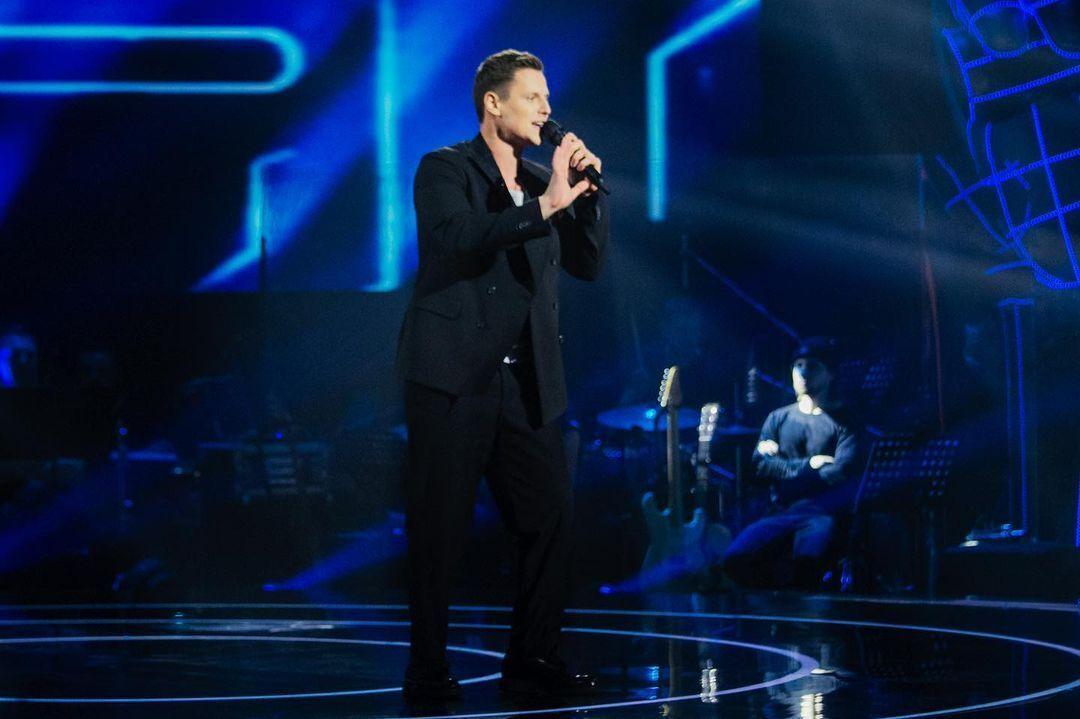 Денис Потреваев исполнил популярный хит Ramil'